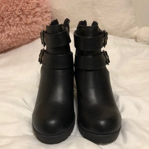 Soda Black Booties